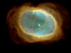 Tässä nähdään räjähtäneen tähden jäännökset, jotka ympäröivät laajenevana pilvenä tähden sydäntä. Kuva: ESA Hubble.